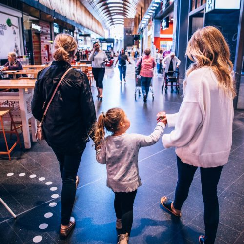 robina-town-centre-mother-with-daughter-and-friend-the-kitchens